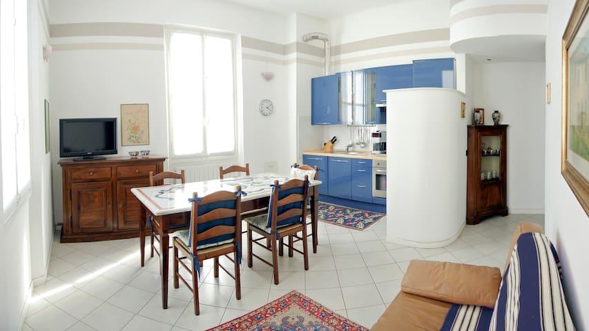 Romeo Apartments - BLUE (+parking)