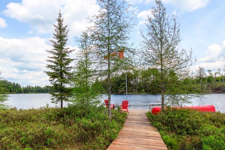 Lakefront Privacy @ Limberlost Boardwalk Cottage