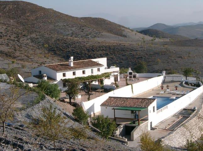 Cortijo rustig gelegen met panoramische uitzichten