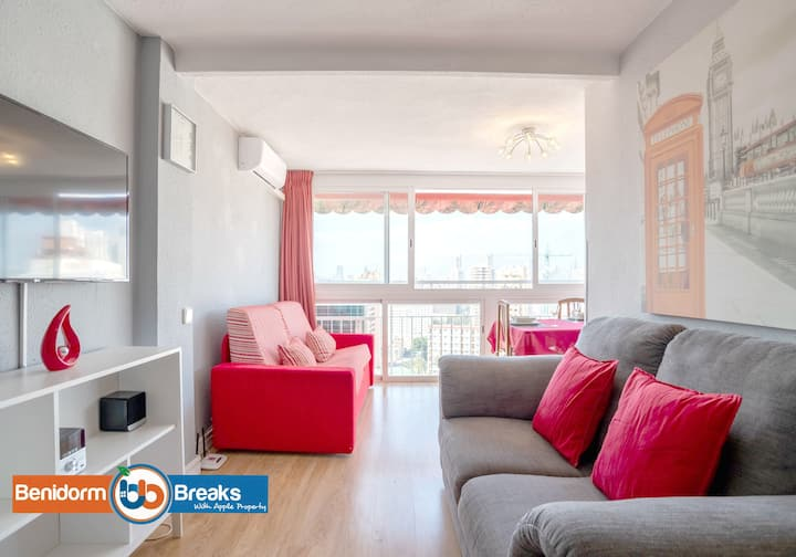 ★ Family Getaway ★ Free Parking ★ Spacious Balcony ★ Free Parking ★ Pool ★ Sleeps 4 | Netflix & WIFI | Loixana