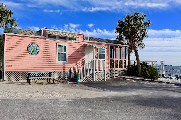 Cozy Cabin Deluxe Beachfront Sleeps 8 D-150