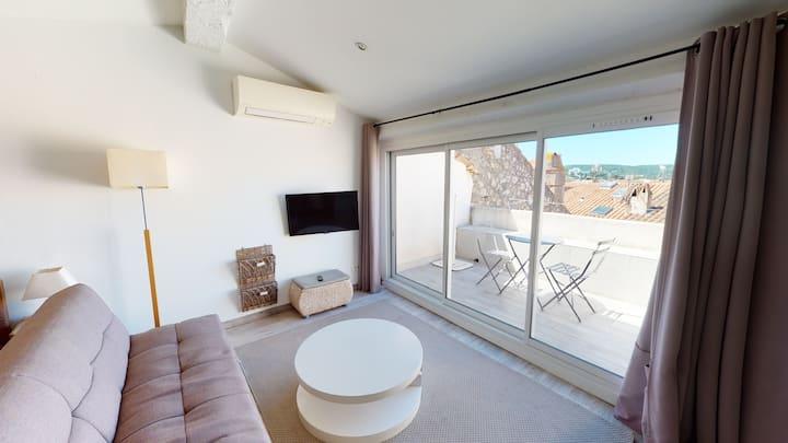 Grand studio avec terrasse dans le cœur du village