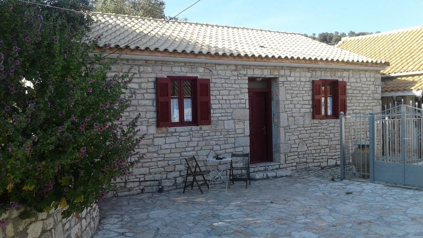 Traditional house of Kastos island!!! - Kastos - Vakantiewoning