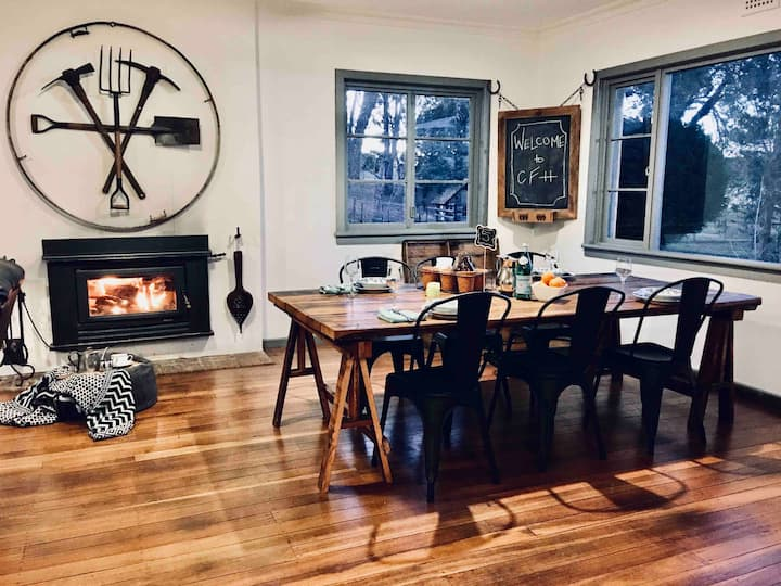 Rustic farmhouse with views, 2hrs from Syd, Wifi