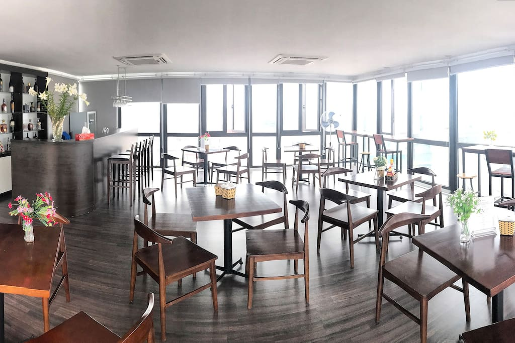 The rooftop restaurant where you can enjoy free breakfast everyday