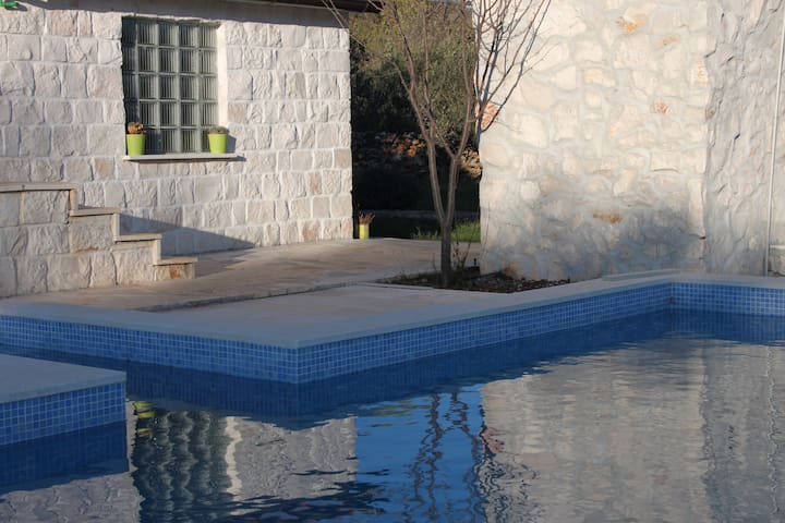 Private house with 2. pools - Seget Gornji - Haus