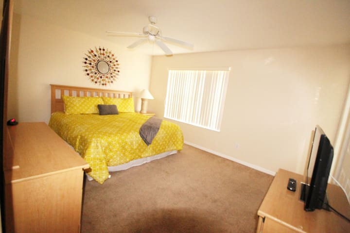 Master suite - air conditioning, bathroom, ceiling fan