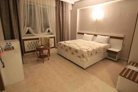 Karataş Merkezde Otel Konseptinde Lüks Odalar