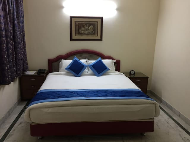 Affordable Accommodation in DLF 3, near CyberCity
