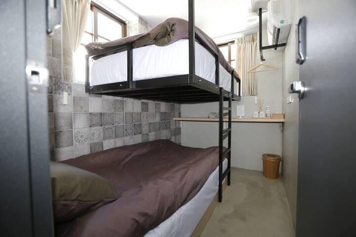 Taipei Dongmen 2 bunk beds---Ke Zuo 301