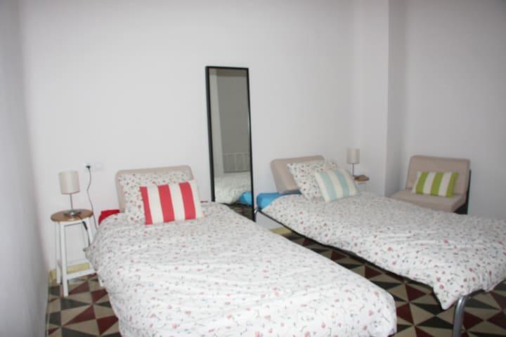 Dormitorio con dos o tres camas, según necesidad ,en la planta alta .