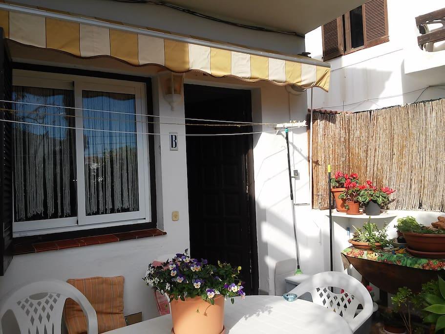 Esta es la terracita de la que os hablaba, disfruta de tus desayunos al sol!