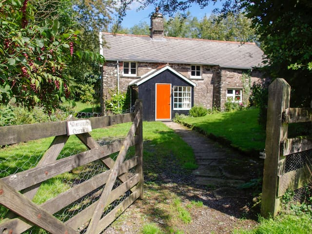 Whitefield Cottage, NORTH MOLTON