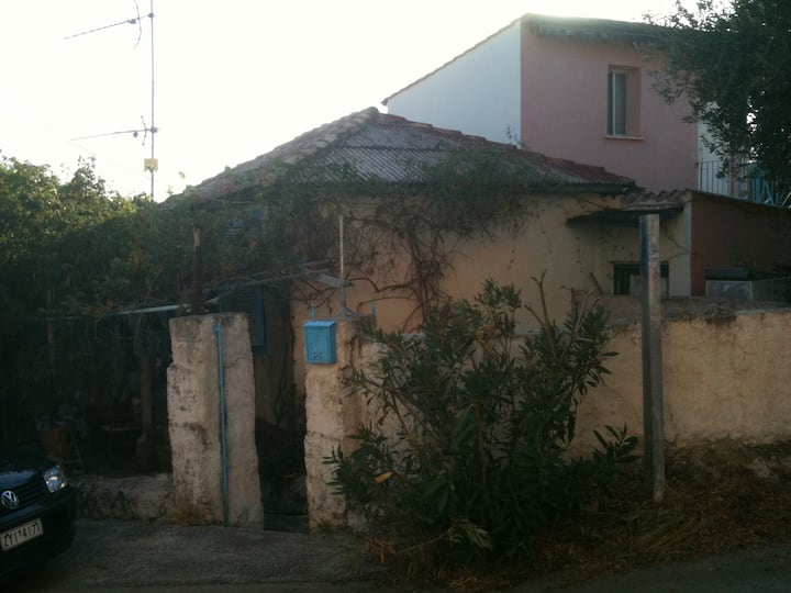 OLD PEASENT 2 BEDROOM HOUSE W