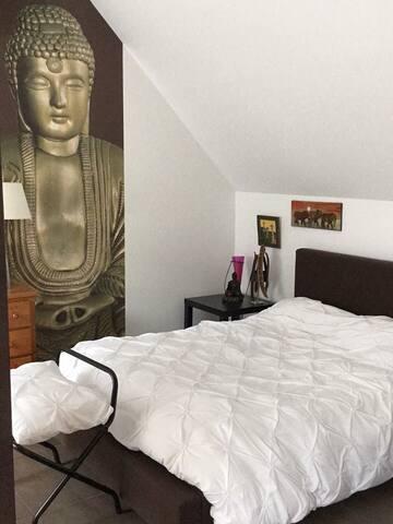 Chambre avec un grand lit 160/200 Plus 1 lit d'une personne