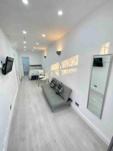 Luxury Studio Apartment Renovated & Modern