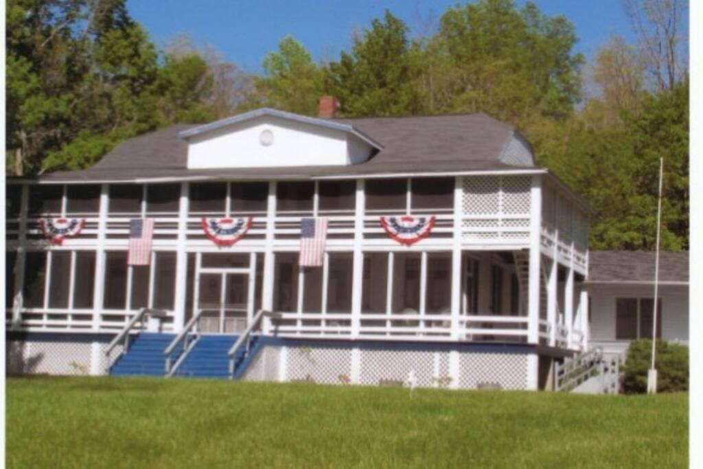 Sunset Lodge, Glenn