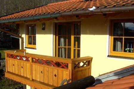 Ruhiges Appartement mit eigenem Eingang, Seenähe - Gstadt am Chiemsee - Leilighet