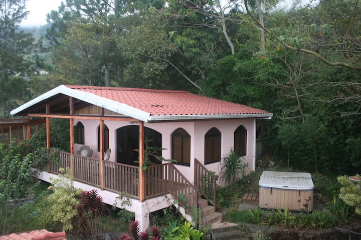 Hillside Guest House with big porch, great views - เอสคาซู - อพาร์ทเมนท์