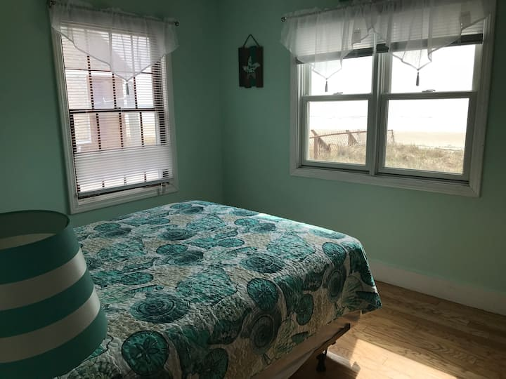 Beach front cottage #11! Ocean View! 3BR 1BATH