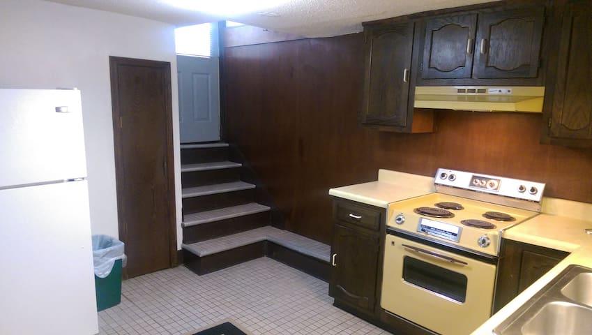 Cozy and Close to Downtown Apartment - Omaha - Apartamento