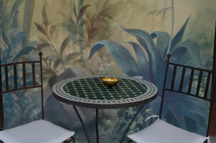 detail of one of our breakfast tables in the painted indoor jungle