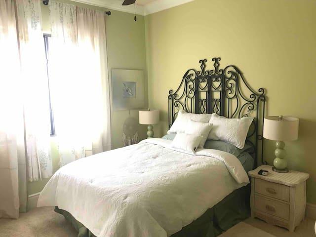 2 Cozy rooms in the Desert Suite Sage (1of2)