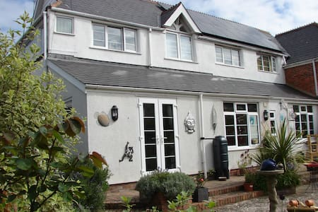 Coach house with private entrance close to beach