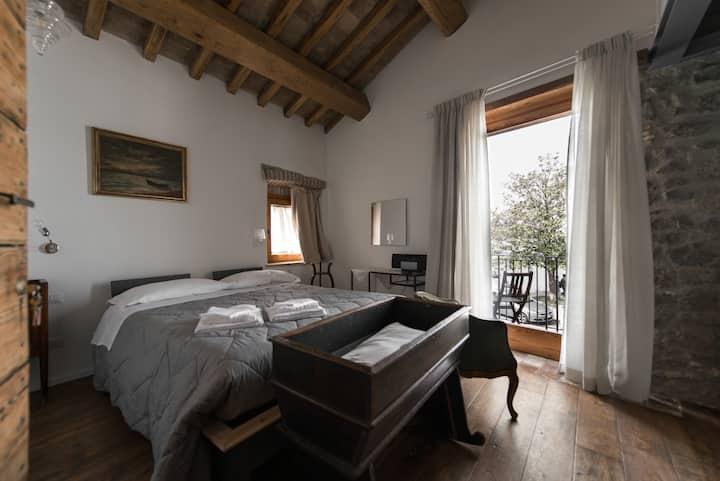 BB al Vicolo dei Pescatori-The balcony on the lake
