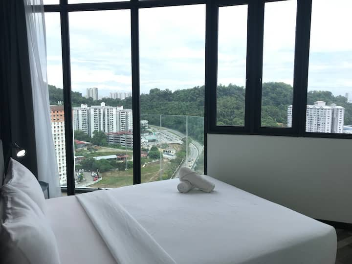 50%OFF【City & Seaview】2BR •WiFi •Food •walk to USM