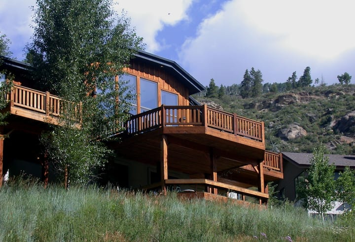 Glacier Court 5-Bedroom house on Vail Bus Route