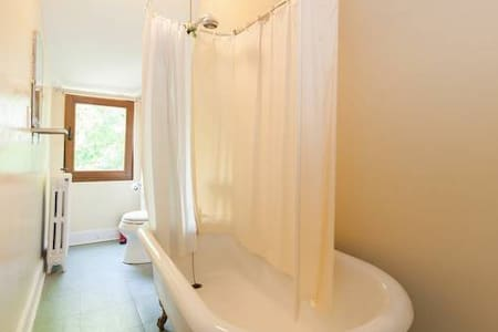 Beautiful Private rooms with a PRIVATE bathroom - New Rochelle - House