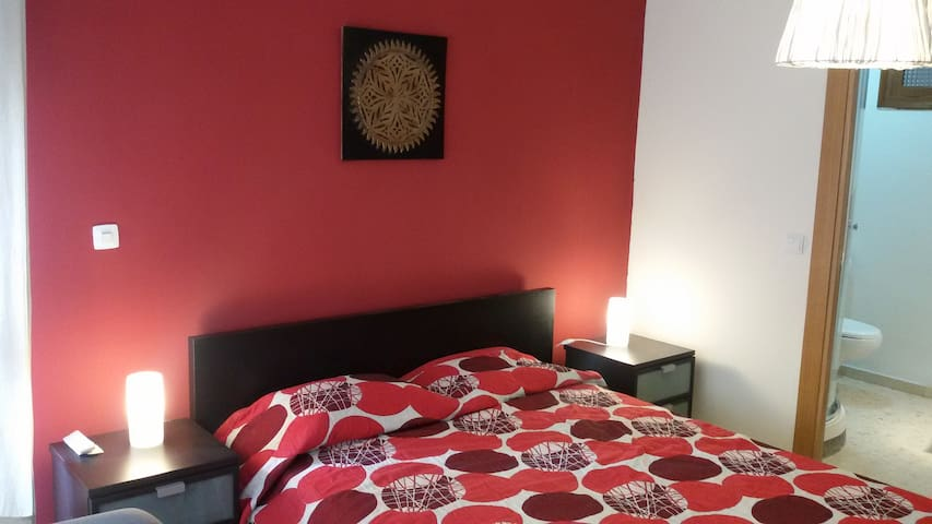 Luxury Suite,balcony,Air Con,Minibar, TV, 3 person - Málaga - House