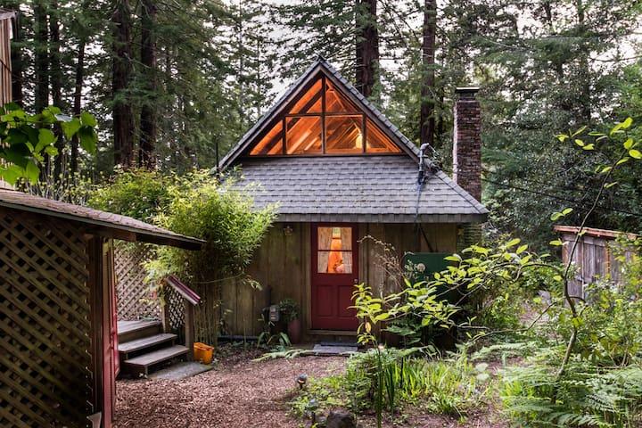 Ames House,  One bedroom redwood cottage +Loft