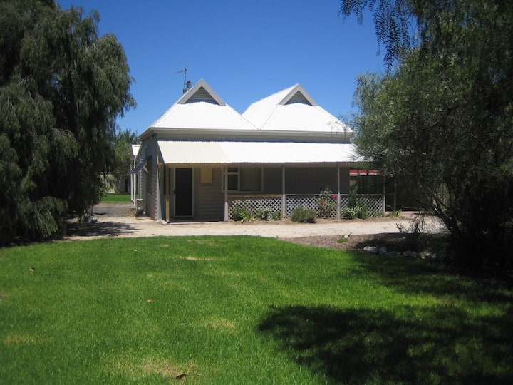 Showgrounds Cottage, ideal for 2-4