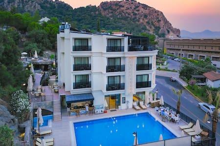 AMOSSİA Elite Boutique Hotel