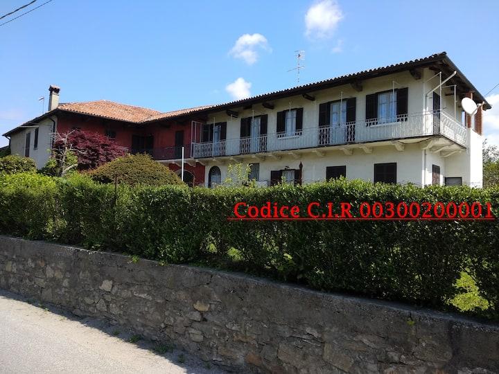 """""""Casa le Rose"""" Graziosa casa antica in collina"""