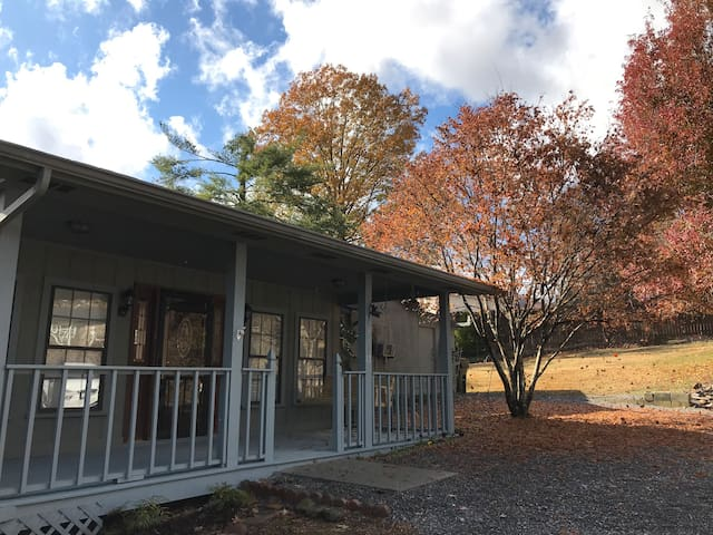 Private Country Cottage minutes to downtown Chatt!