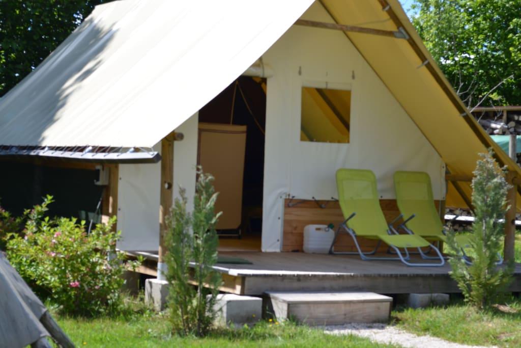 cabane amazone h bergement insolite cabanes louer le clerjus lorraine france. Black Bedroom Furniture Sets. Home Design Ideas