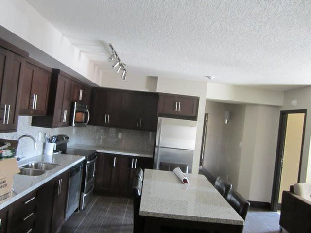 Private room at Luxury condo - Waterloo - Apartamento