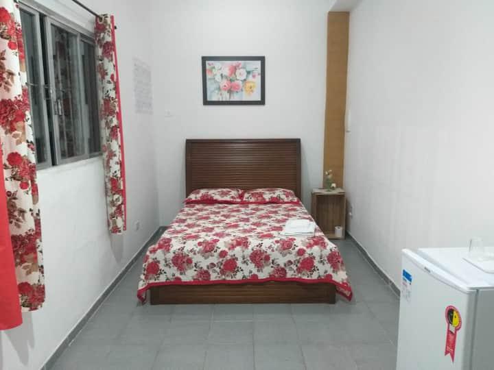 Guarujá - casal suíte, ventilador de teto e frigo