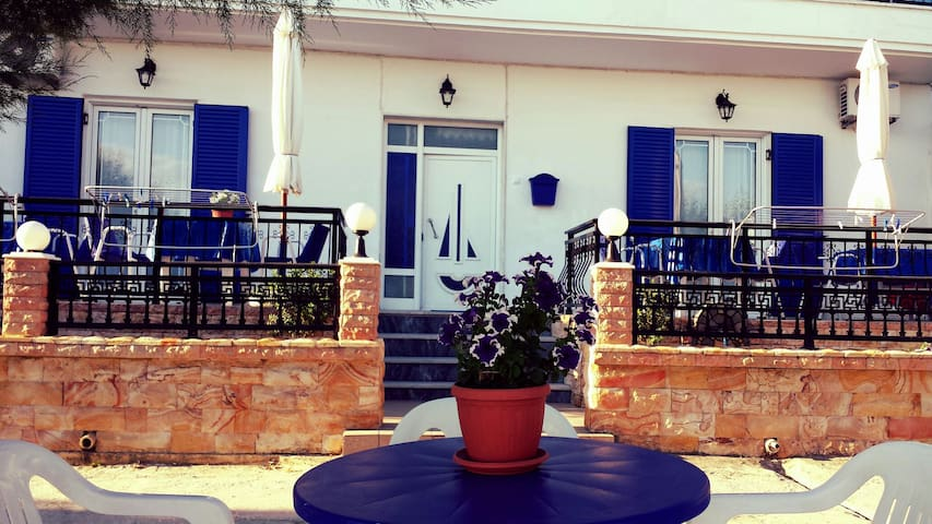 Rooms Ntontas (house)