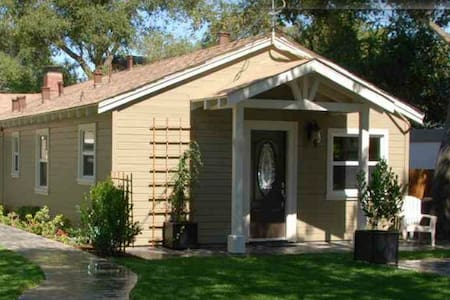 Relaxing Home 1 Minute Walk to Downtown Los Gatos! - Los Gatos