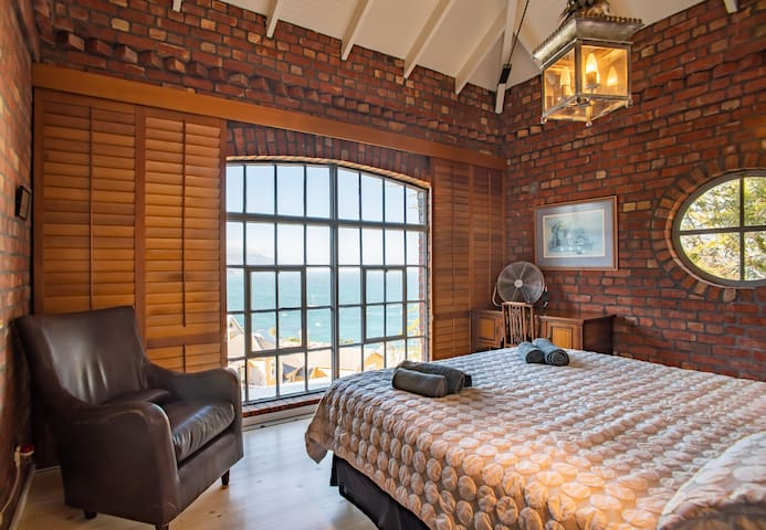 Simon's Town apartment with stunning sea views