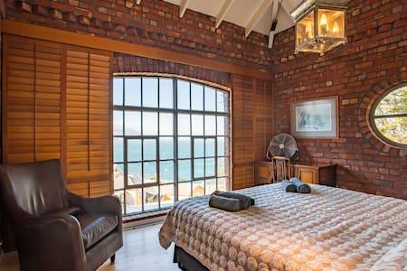 Simon's Town apartment with stunning sea views