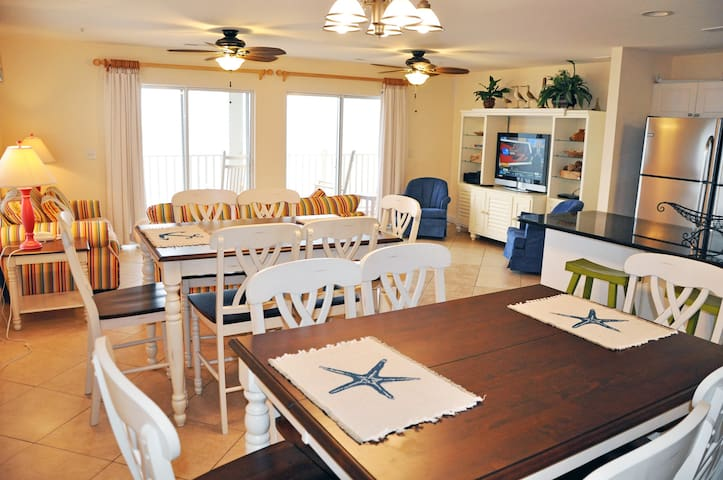 AMB 401 7 BR Oceanfront 3000 square foot villa , very clean