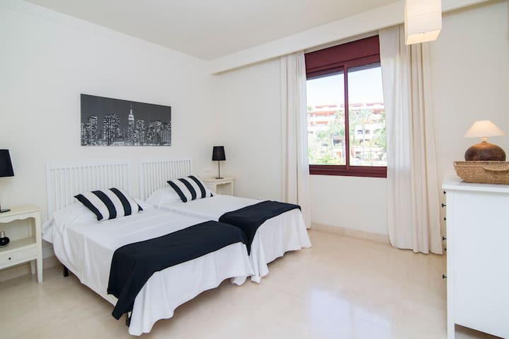 Guest room 4 with ensuite bathroom and pool views. 2 twin beds 90 x 200cm.