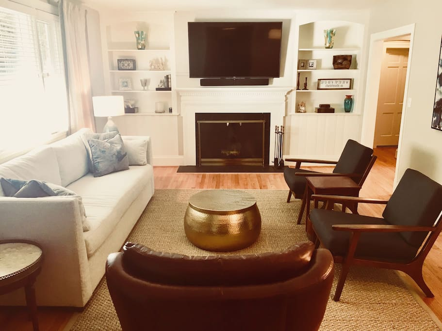 mid-century modern mix of west elm and pottery barn furnishings