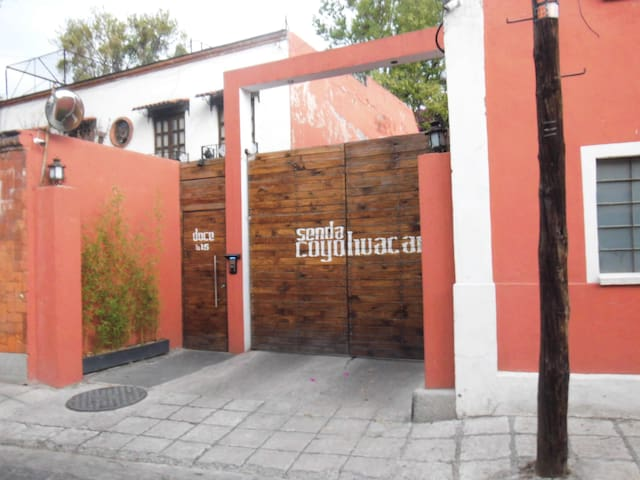 My dogs and myself will be very to share our house - Ciudad de México - House