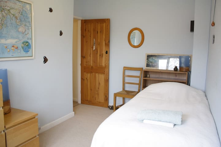 Clean B&B, single new bed near Taymount - Letchworth Garden City - Pousada